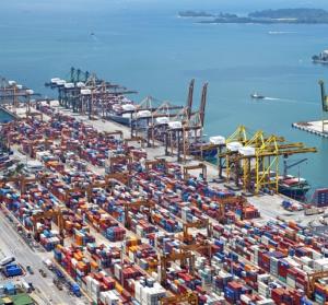 container-schiffe-see-hafen